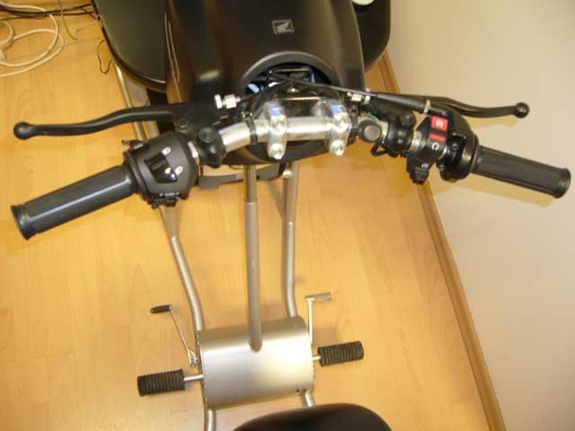 Motorszimulátor (6. kép) - Kis Autósiskola - Békés - AM, A1, A2, A, B kategória