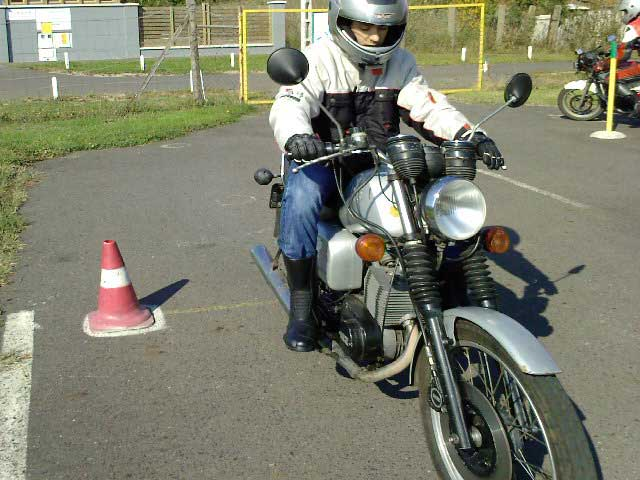 """""""A1"""" – MZ ETZ-125 motorkerékpár - Kis Autósiskola - Békés - AM, A1, A2, A, B kategória"""